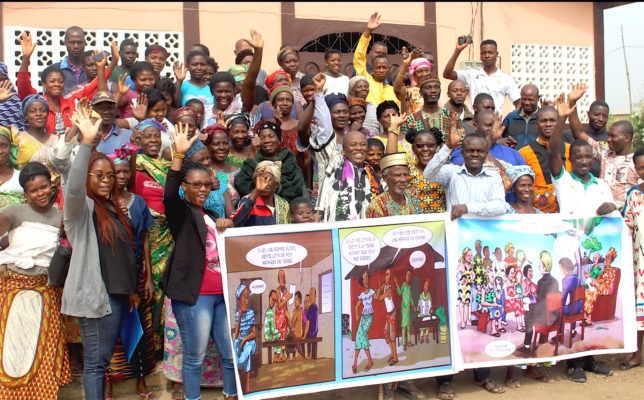 Photo de famille à la sortie d'une formation sur l'outil d'engagement communautaire CET